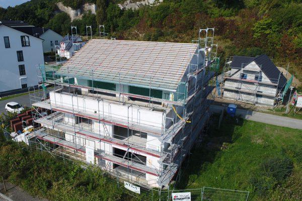 Fassadengerüst von Insel-Gerüstbau für den Hausbau auf Rügen