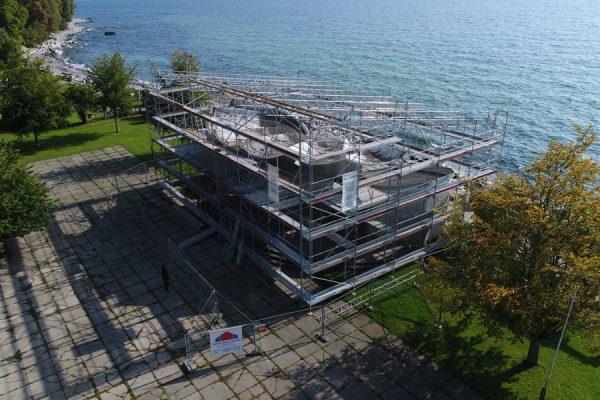 Hausbau mit Insel-Gerüstbau Rügen in der Hafenstadt Sassnitz auf Rügen